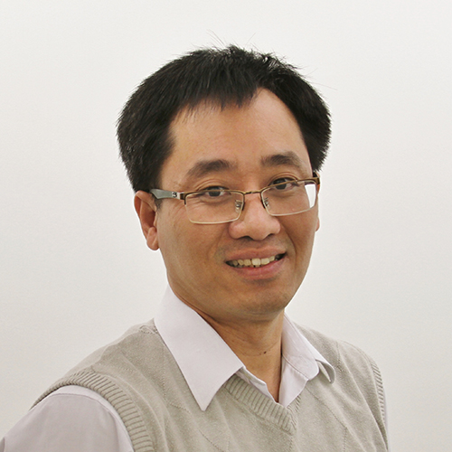 Portrait of Tri Tran.