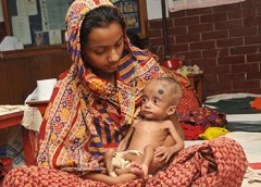Photo of a Bangladeshi mother and child.